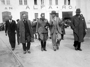 Prospero Gianferrari (2° da destra) negli stabilimenti Alfa Romeo
