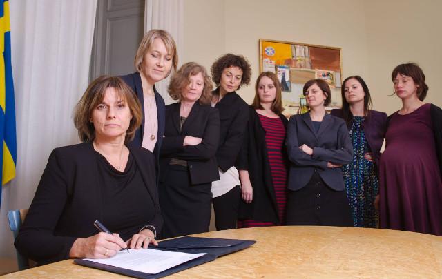 Isabella Lövin, swedish, prime minister, selfie, group, women, feminist, climate, change,